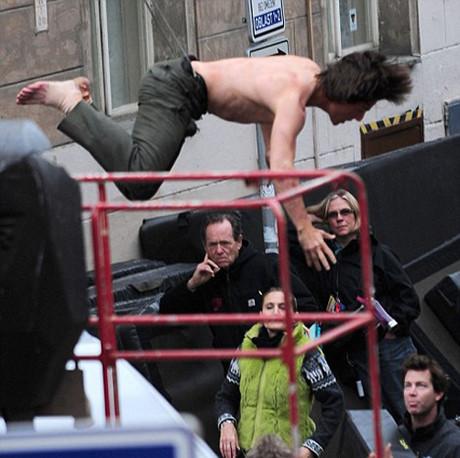 Tom Cruise gövde gösterisi yaptı !