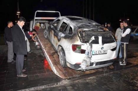 Küfür yüzünden otomobilini yaktı!