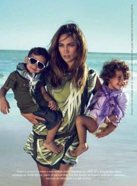 İkizleriyle moda çekiminde!