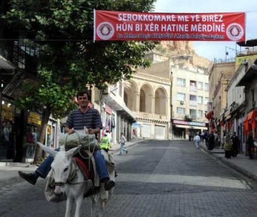 Güle Kürtçe karşılama
