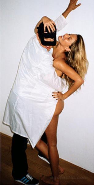 Bu fotoğraflarla kocasını kızdırdı!