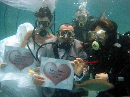 Su altında romantizm