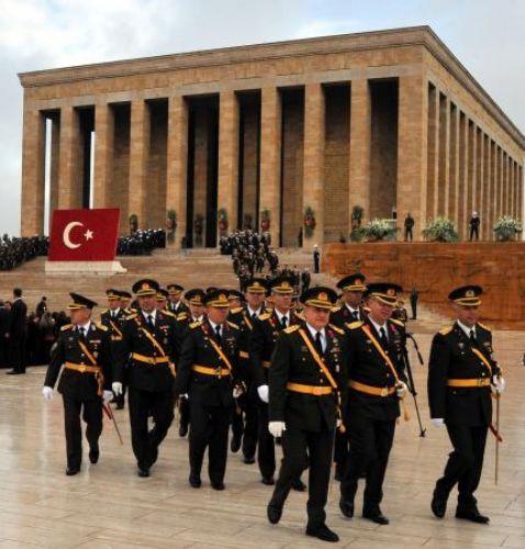 Cumhuriyet töreni Anıtkabirde başladı