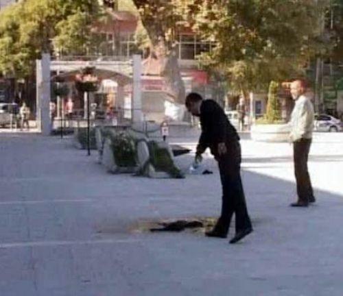 Valilik önünde kendini yaktı!