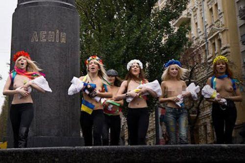 FEMEN yine iş başında!