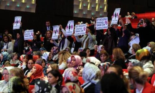 Erdoğana kadın protestosu!