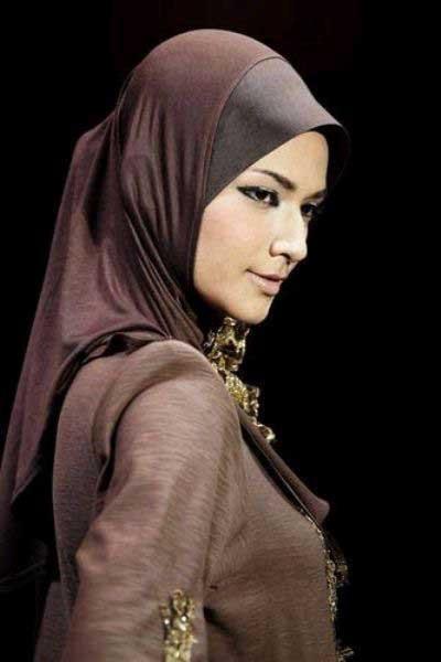 Tartışılan Malezyadan modern türban defilesi