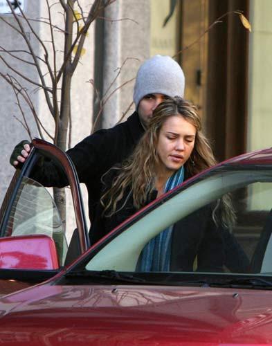 Jessica Alba makyajsız yakalandı