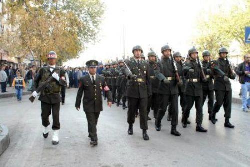 Asker Diyarbakırda sloganlarla yürüdü
