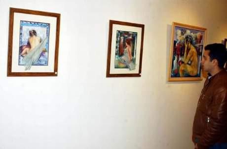 Nü tablolara mahalle baskısı