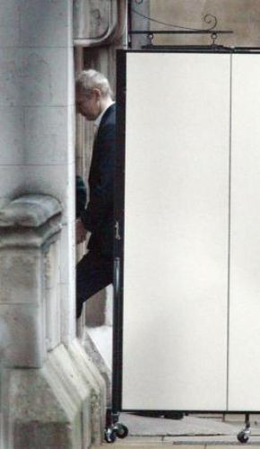 Assange kefaletle serbest kaldı