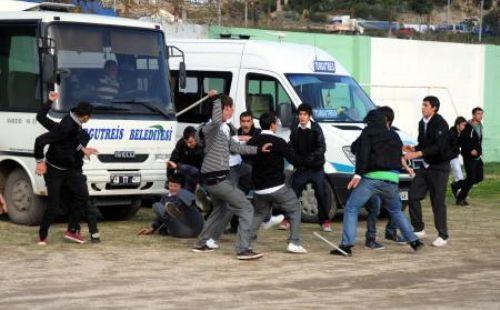 Lise maçında taşlı sopalı kavga