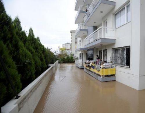 İzmiri sel bastı!