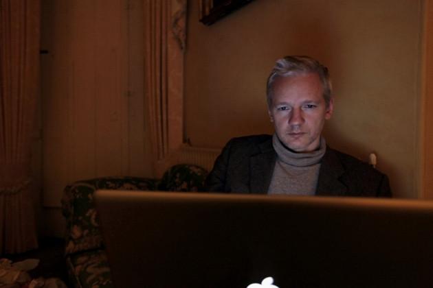 Assangeyi hiç böyle görmediniz!