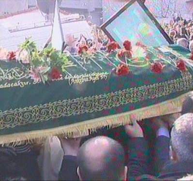 On binler Kıvırcık Aliyi uğurladı
