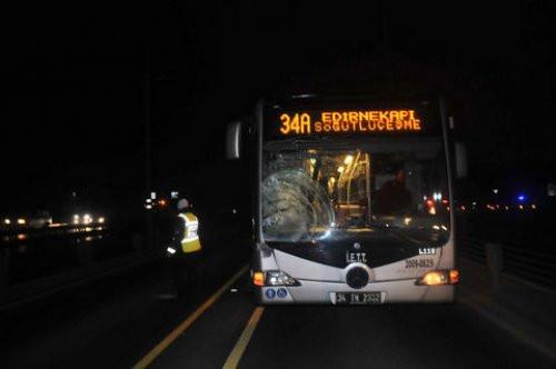 Metrobüs yoluna girdi canından oldu