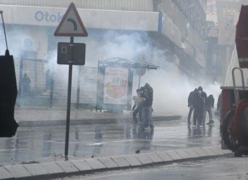 KCK operasyonları protestosunda çatışma!