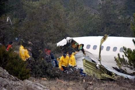 Ispartada yere çakılan uçağın enkazı