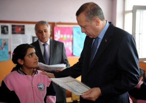 Başbakan Erdoğan karne dağıttı!