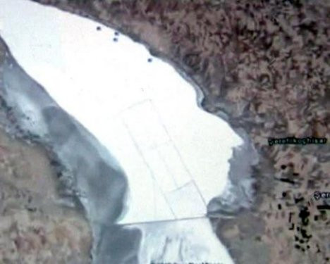 Tuz Gölünde insan yüzü silüeti