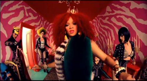 Rihannanın S&M klibinden görüntüler