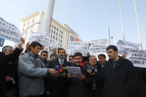 İmamlardan AKP önünde eylem