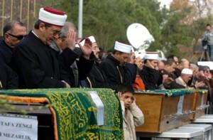 Uçak kazasında vefat edenlerin cenazelerinde gözyaşı dinmedi