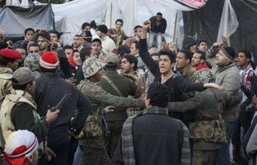 Mısırda ordu ve göstericiler karşı karşıya