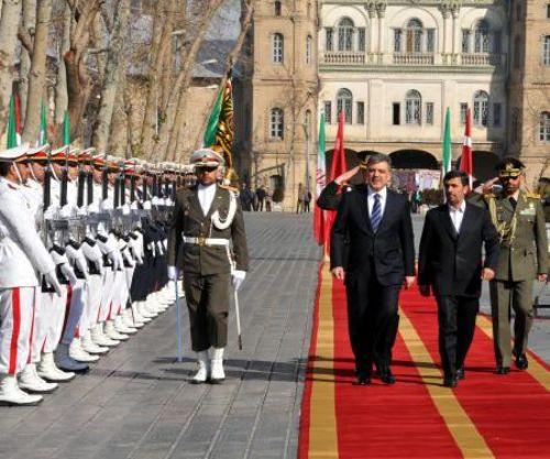 Abdullah Gül Ahmedinejat ile buluştu