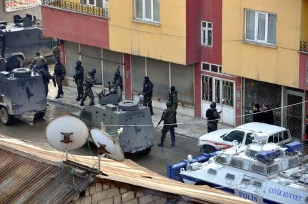 Yüksekovada polise linç !