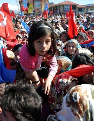 AKP mitinginde izdiham