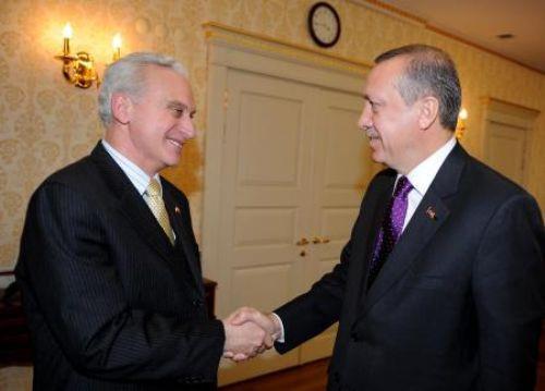 Erdoğan acemi elçiyi ziyaret etti.