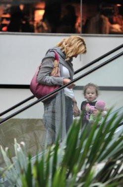 Pınar Altuğ kızıyla görüntülendi