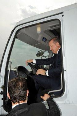Başbakan Erdoğan çöp kamyonu kullandı