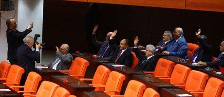 Mecliste veda pozları