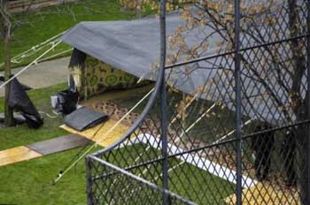 Kaddafi Fransanın ortasına çadır kurdu