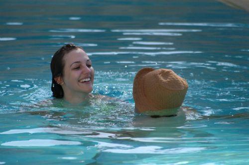 Hürrem'in sevgilisiyle havuz keyfi