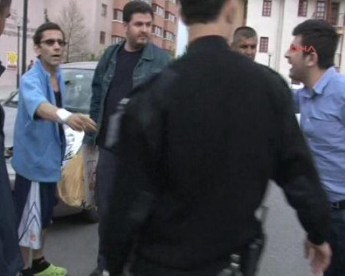 Peker Açıkalın gazetecilere saldırdı
