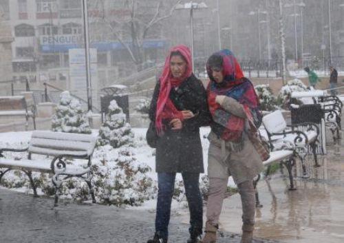 Sivasa Mayısta kar yağdı