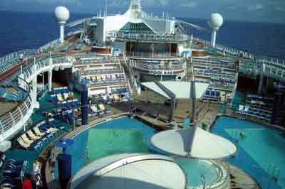 Explorer of The Seas gemisi büyülüyor