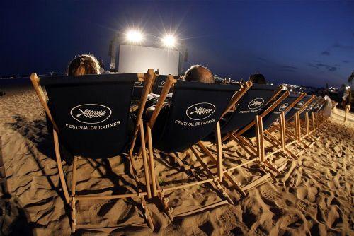 Güzeller Cannes sahillerinde