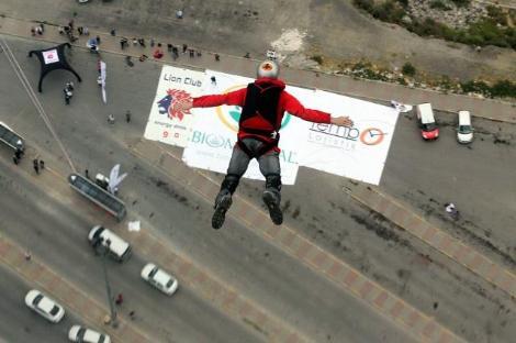 261 metreden atladılar