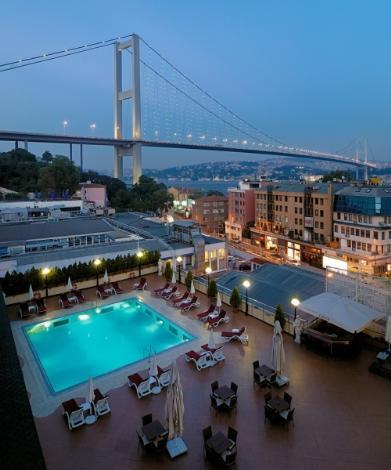 İstanbulda havuz keyfi