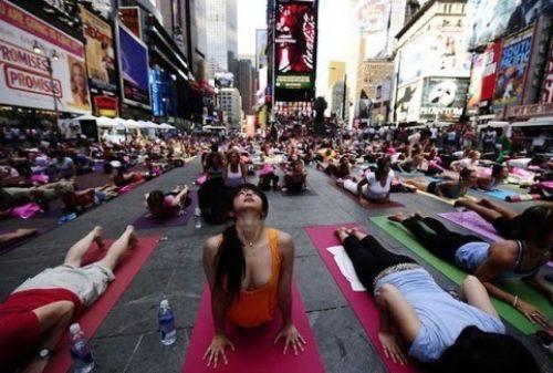 En kalabalık yoga
