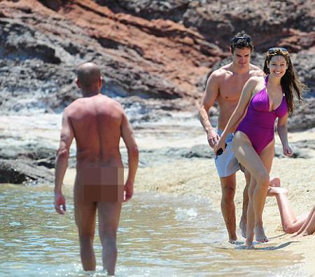 Ünlü modele plajda taciz