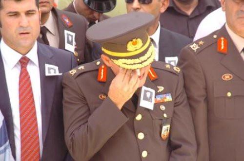 Tuğgeneral şehit cenazesinde ağladı