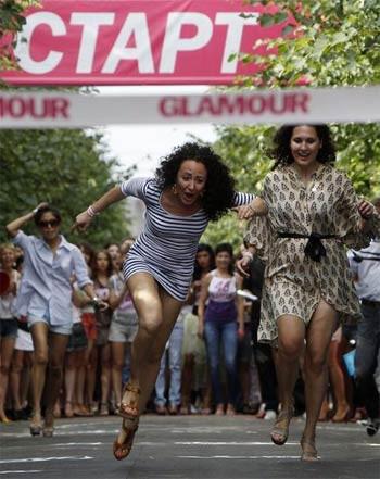 Rus kızlarının topuk yarışı