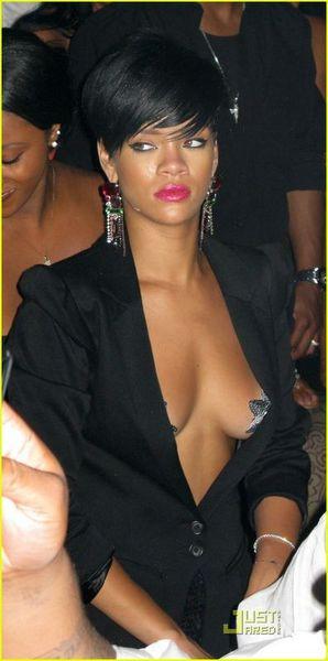 Rihanna zirveye oturdu !