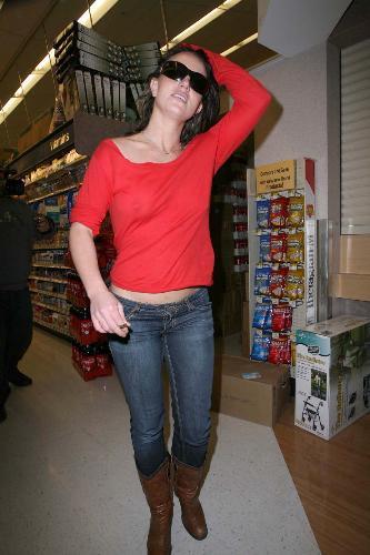 Britney Spears yine iç çamaşırsız!