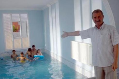 Evini havuza çevirdi !